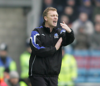 Photo: Lee Earle.<br /> Millwall v Everton. The FA Cup. 07/01/2006. Everton manager David Moyes shouts his instructions.