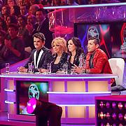 NLD/Hilversum/20130101 - 1e Liveshow Sterren dansen op het IJs 2013, jury, Maurice Wijnen, Patricia Paay, Martine Zuiderwijk, Jody Bernal