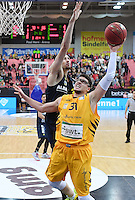 Basketball  1. Bundesliga  2016/2017  Hauptrunde  14. Spieltag  16.12.2016 Walter Tigers Tuebingen - Alba Berlin Isaiah Philmore (re, Tigers) gegen Tony Gaffney (li,Alba)