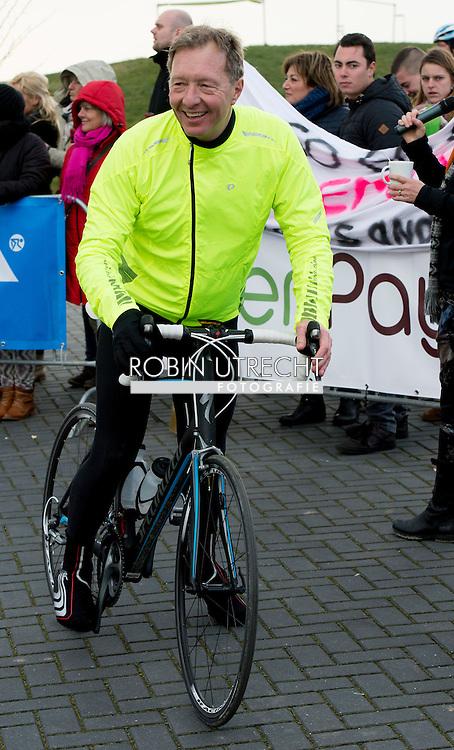 Sacha de boer  tijdens de tweede editie van De Hollandse 100 op FlevOnice, een sportief evenement van fonds Lymph en Co ter ondersteuning van onderzoek naar lymfeklierkanker.  COPYRIGHT ROBIN UTRECHT <br /> BIDDINGHUIZEN -  During the second edition of the Dutch 100 on FlevOnice, a sporting event fund Lymph and Co. to support research into lymphoma. COPYRIGHT ROBIN UTRECHT
