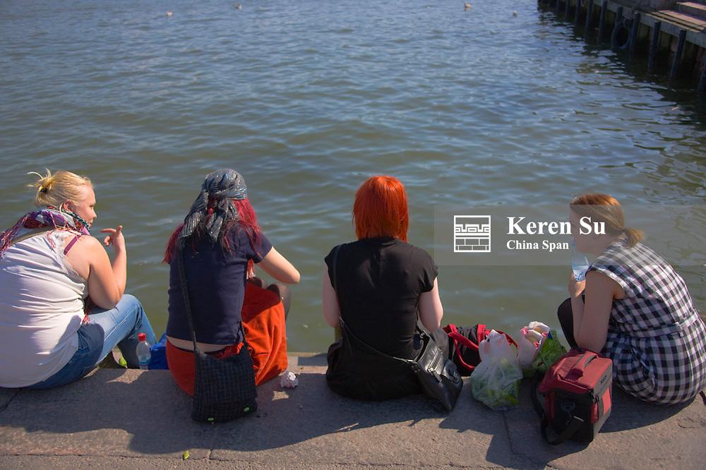 People on the dock, Helsinki, Finaldn