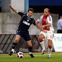 Dinamo Zagreb - Ajax , 20-09-2007 , UEFA Cup , 1e ronde, 1e wed. , Davor Vugrinec in duel met Gabri