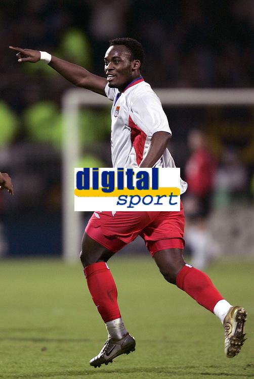 FOOTBALL - CHAMPIONS LEAGUE 2004/2005 - 1/8 FINAL - 2ND LEG - OLYMPIQUE LYONNAIS v WERDER BREMEN - 08/03/2005 - JOY MIKAEL ESSIEN (LYON) AFTER HIS 1ST GOAL - PHOTO GUY JEFFROY /Digitalsport