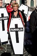 Roma 30 Novembre 2013<br /> Flash mob a Montecitorio per la giornata di mobilitazione nazionale di commercianti, artigiani, micro e piccole imprese messe in ginocchio dal prelievo fiscale.<br /> Rome November 30, 2013<br /> Flash Mob in front Parliament for the day of national mobilization of dealers, artisans, micro and small enterprises put in knee by the tax levy.