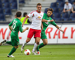 22.08.2013, Red Bull Arena, Salzburg, AUT, UEFA EL Play Off, FC Red Bull Salzburg vs VMFD Zalgiris, Hinspiel, im Bild Stefan Ilsanker, (FC Red Bull Salzburg, #13), Vaidotas Silenas, (VMFD Zalgiris Vilnius, #20) und Kamil Bilinski, (VMFD Zalgiris Vilnius, #19) // during UEFA Europa League Qualification 1st Leg Match between FC Red Bull Salzburg and VMFD Zalgiris at the Red Bull Arena, Salzburg, Austria on 2013/08/22. EXPA Pictures © 2013, PhotoCredit: EXPA/ Roland Hackl