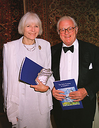 VISCOUNT & VISCOUNTESS NORWICH at a dinner in London on 19th May 1999.MSF 4