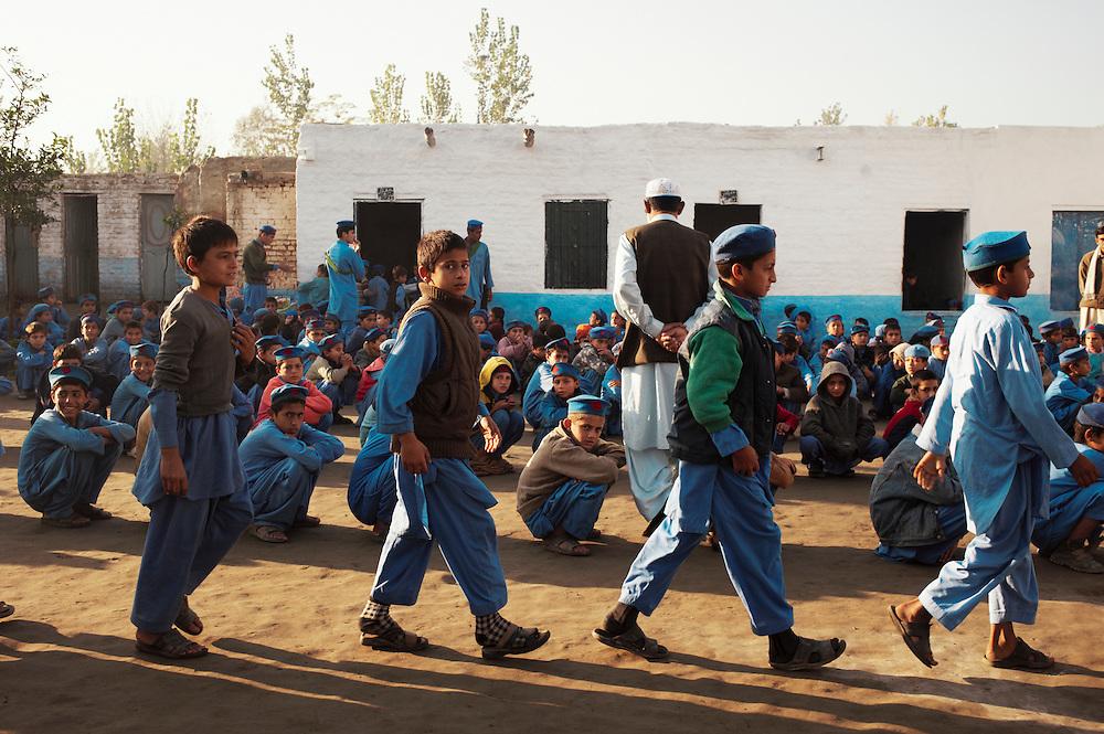 پېښور: حکومت د افغان زده کوونکو د ښوونځیو پر نوي نصاب سخته اندېښنه ښوولې