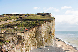 © Licensed to London News Pictures. 04/02/2018. Brighton, UK. General view showing the drop at the edge of Beachy Head cliffs where members of the public are often seen approaching the edge of the cliffs.  Photo credit: Hugo Michiels/LNP