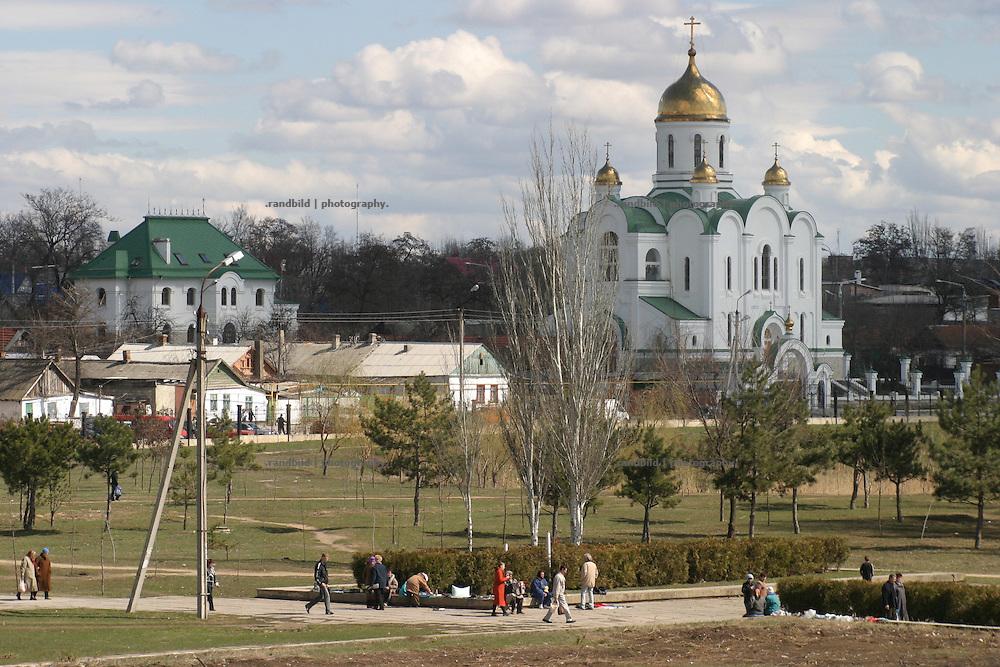 Orthodoxe Kirche mit goldenen Kuppel in Tiraspol/Transnistrien. / Orthodox Church with golden domes in Tiraspol/Transnistria.