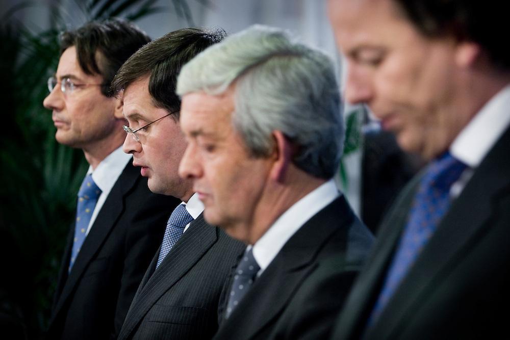 Nederland. Den Haag, 30 november 2007. <br /> Ministers Maxime Verhagen (l., Buitenlandse Zaken), Jan Peter Balkenende (2e v.l., Algemene Zaken), Eimert van Middelkoop (2e v.r., Defensie) en Bert Koenders (r.,)Ontwikkelingssamenwerking) beleggen een persconferentie om de Nederlandse bijdrage aan de ISAF-missie in Uruzgan toe te lichten.. Vandaag besloot het kabinet tijdens de ministerraad de missie in Uruzgan uiterlijk tot 2010 te verlengen. <br /> Foto Martijn Beekman <br /> NIET VOOR TROUW, AD, TELEGRAAF, NRC EN HET PAROOL