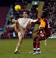 Photo: Jed Wee.<br />Bradford City v Bristol City. Coca Cola League 1. 18/02/2006.<br />Bristol's Scott Murray (L) tries to control the ball as Bradford's Damion Stewart looks on.