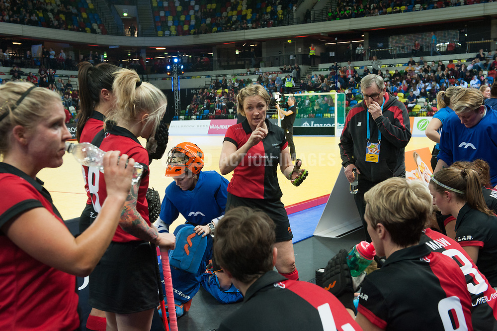 Bowdon Hightown's Tina Cullen talks at half time. Bowdon Hightown v Leicester - Jaffa Super6s Final, Copper Box Arena, London, UK on 28 January 2018. Photo: Simon Parker
