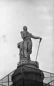 1962-28/02 Dublin Statues