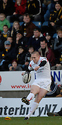 Wycombe, Great Britain, Falcon's, Steve JONES, kicking a first half penalty, during the Guinness Premiership Game London Wasps vs Newcastle Falcon at Adams Park, England, on Sunday 25/11/2007   [Mandatory Credit. Peter Spurrier/Intersport Images]