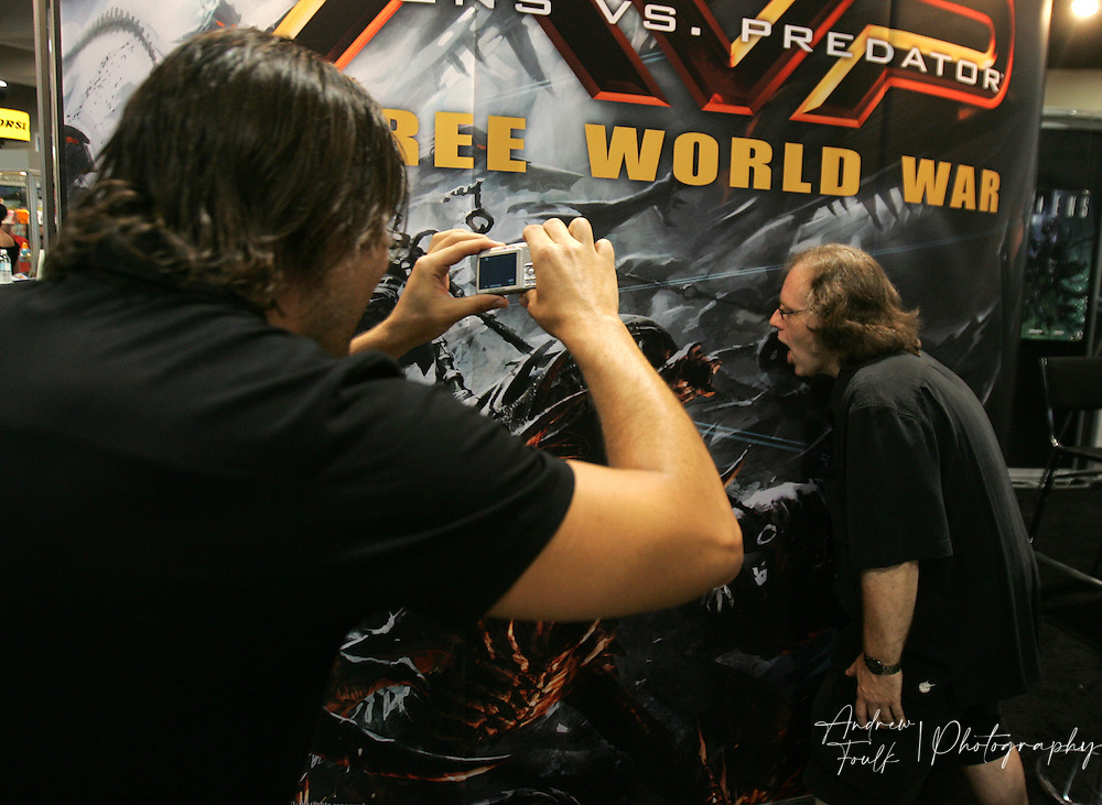 """/Andrew Foulk/ For The North County Times/.Matt Parker, snaps a photo of Chris Warner, as he pretends to face down the Alien, from the """"Alien verse Predator"""" during preview night at the 40th annual San Diego Comic Con International."""