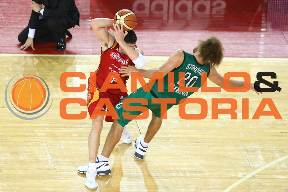 DESCRIZIONE : Roma Lega A1 2007-08 Playoff Finale Gara 4 Lottomatica Virtus Roma Montepaschi Siena<br /> GIOCATORE : Gabini Roberto<br /> SQUADRA : Lottomatica Virtus Roma<br /> EVENTO : Campionato Lega A1 2007-2008 <br /> GARA : Lottomatica Virtus Roma Montepaschi Siena <br /> DATA : 10/06/2008 <br /> CATEGORIA : Palleggio<br /> SPORT : Pallacanestro <br /> AUTORE : Agenzia Ciamillo-Castoria/G. Ciamillo