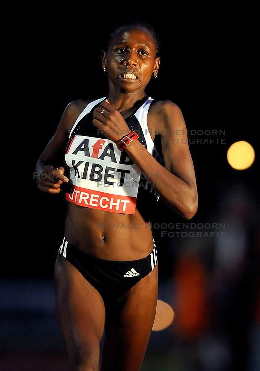 30-05-2008 ATLETIEK: RUN TODAY TRACKMEETING: UTRECHT<br /> Hilda Kibet heeft zich geplaatst voor de olympische 10.000 meter. De geboren Keniaanse, tegenwoordig voor Nederland uitkomend, liep de afstand in 30 minuten en 55,61 seconden. De eis voor Peking was 31.22,14. <br /> &copy;2008-WWW.FOTOHOOGENDOORN.NL