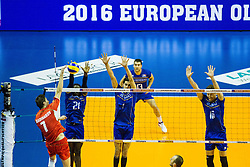 08.01.2016, Max Schmeling Halle, Berlin, GER, CEV Olympia Qualifikation, Frankreich vs Bulgarien, im Bild Im Blck: Mory?Sidibe (#21, Frankreich/France), Jonas?Aguenier (#1, Frankreich/France) und Nicolas?Marechal (#16, Frankreich/France) // during 2016 CEV Volleyball European Olympic Qualification Match between France and Bulgaria at the  Max Schmeling Halle in Berlin, Germany on 2016/01/08. EXPA Pictures © 2016, PhotoCredit: EXPA/ Eibner-Pressefoto/ Wuechner<br /> <br /> *****ATTENTION - OUT of GER*****