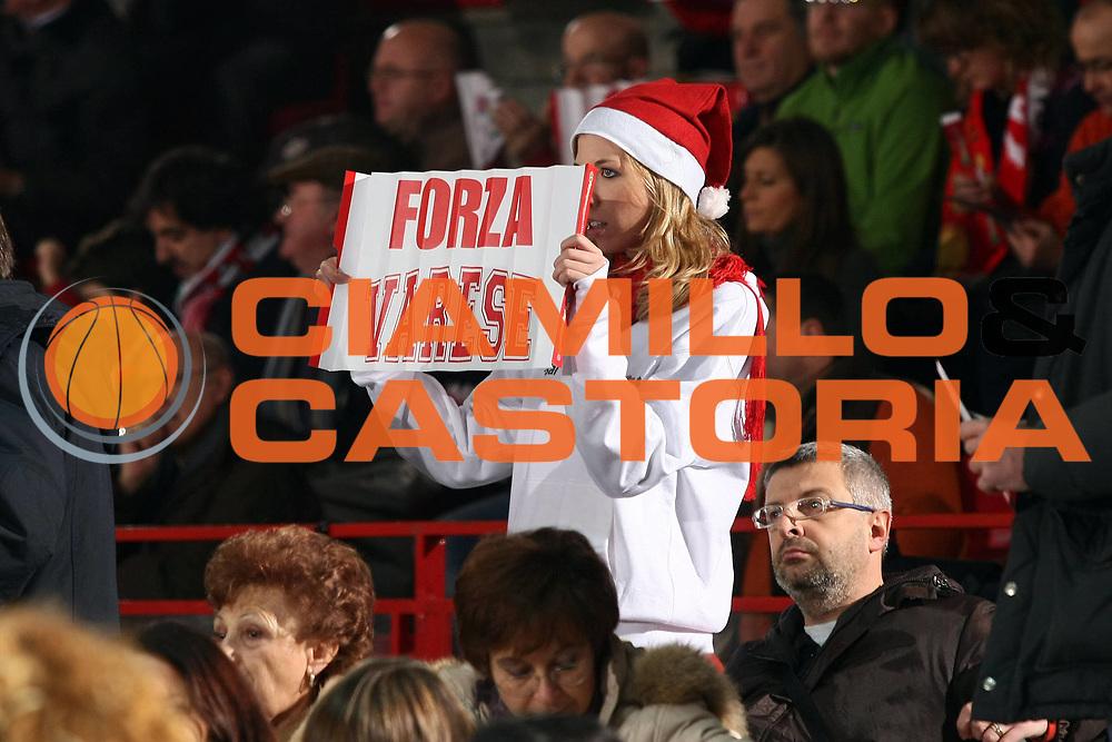 DESCRIZIONE : Varese Lega A 2009-10 Cimberio Varese Lottomatica Virtus Roma<br /> GIOCATORE : Tifosi<br /> SQUADRA : Cimberio Varese<br /> EVENTO : Campionato Lega A 2009-2010 <br /> GARA : Cimberio Varese Lottomatica Virtus Roma<br /> DATA : 20/12/2009<br /> CATEGORIA : Ritratto<br /> SPORT : Pallacanestro <br /> AUTORE : Agenzia Ciamillo-Castoria/G.Cottini<br /> Galleria : Lega Basket A 2009-2010 <br /> Fotonotizia : Varese Campionato Italiano Lega A 2009-2010 Cimberio Varese Lottomatica Virtus Roma<br /> Predefinita :