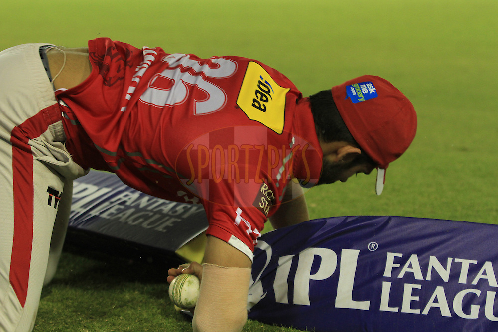 Manan Vohra of Kings XI Punjab try to save the boundry  during match 13 of the Vivo Indian Premier League ( IPL ) 2016 between the Kings XI Punjab and the Kolkata Knight Riders held at the IS Bindra Stadium, Mohali, India on the 19th April 2016<br /> <br /> Photo by Arjun Singh / IPL/ SPORTZPICS