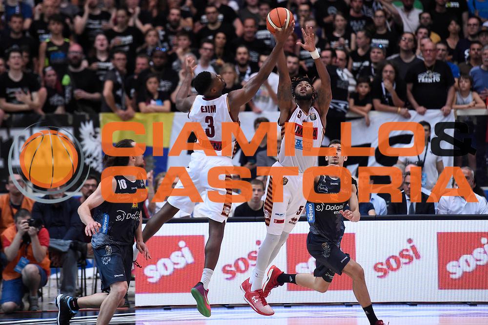 Melvin Ejim, Julian Stone<br /> Dolomiti Energia Aquila Basket Trento - Umana Reyer Venezia<br /> Lega Basket Serie A 2016/2017<br /> Playoff, finale gara 3<br /> Trento, 14/06/2017<br /> Foto M.Ceretti / Ciamillo-Castoria