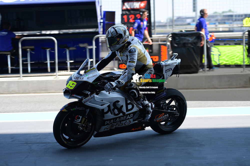 BURIRAM, THAILAND - OCTOBER 05: Alvaro Bautista (19) of Spain and Angel Nieto Team during FP1 at the MotoGP PTT Thailand Grand Prix 2018, Chang International Circuit, Thailand on October 05, 2018. <br /> .<br /> .<br /> .<br /> (Photo by: Naratip Golf Srisupab/SEALs Sports Images)<br /> .<br /> Any image use must include a mandatory credit line adjacent to the content which should read: Naratip Golf Srisupab/SEALs Sports Images