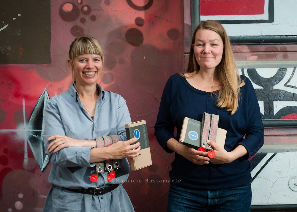 """Dekoop Inhaberinnen Anke Rabba und Katrin Kuchenbecker. Weil Hamburg und Hinz&Kunzt """"einfach zusammengehören"""", setzen<br /> ANKE RABBA UND KATRIN KUCHENBECKER von dekoop<br /> gerne ihre Kreativität und Fingerfertigkeit zugunsten des Projekts ein."""
