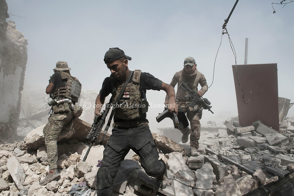 IRAQ, Mosul: Soldiers withdraws from the frontline with ISIS inside the old city in Mosul as the extremist are successfully repelled an Iraqi army advance. Alessio Romenzi