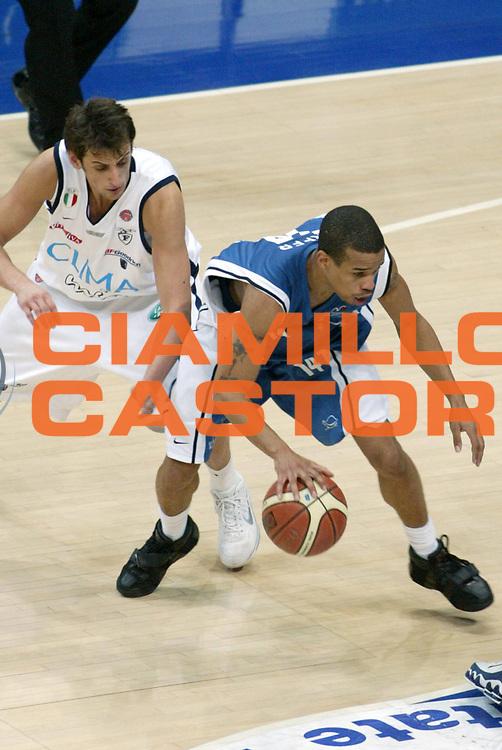 DESCRIZIONE : Bologna Lega A1 2005-06 Climamio Fortitudo Bologna Carpisa Napoli <br /> GIOCATORE : Greer <br /> SQUADRA : Carpisa Napoli <br /> EVENTO : Campionato Lega A1 2005-2006 <br /> GARA : Climamio Fortitudo Bologna Carpisa Napoli <br /> DATA : 05/03/2006 <br /> CATEGORIA : Palleggio <br /> SPORT : Pallacanestro <br /> AUTORE : Agenzia Ciamillo-Castoria/G.Ciamillo