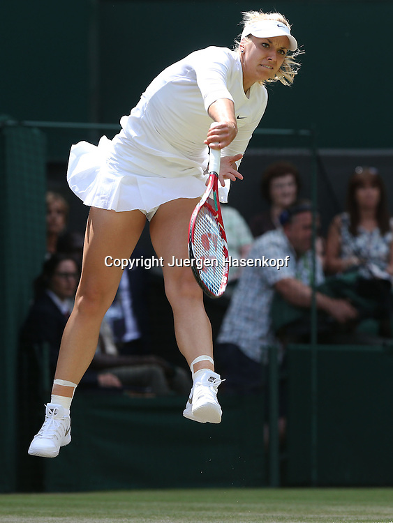 Wimbledon Championships 2014, AELTC,London,<br /> ITF Grand Slam Tennis Tournament,<br /> Sabine Lisicki (GER),Aktion,Aufschlag,Einzelbild,Ganzkoerper,Hochformat,