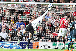 04.05.2011, Old Trafford, Manchester, ENG, UEFA CL, Halbfinale Rueckspiel, Manchester United (ENG) vs Schalke 04 (GER), im Bild:  Tolle Parade von Manuel Neuer (Schalke #1)  // during the UEFA CL, Semi Final second leg, Manchester United (ENG) vs Schalke 04 (GER), at the Old Trafford, Manchester, 04/05/2011 EXPA Pictures © 2011, PhotoCredit: EXPA/ nph/  Mueller *** Local Caption ***       ****** out of GER / SWE / CRO  / BEL ******