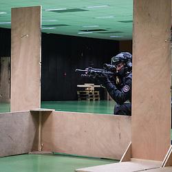 Entra&icirc;nement au tir de Tireurs Haute Pr&eacute;cision (THP) du groupe Omega du RAID arm&eacute;s de fusils HK 417. <br /> D&eacute;cembre 2016 / Bi&egrave;vres (91) / FRANCE
