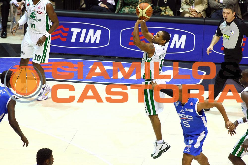 DESCRIZIONE : Bologna Final Eight 2009 Quarti di Finale Montepaschi Siena NGC Cantu<br /> GIOCATORE : Terrel Mc Intyre<br /> SQUADRA : Montepaschi Siena<br /> EVENTO : Tim Cup Basket Coppa Italia Final Eight 2009 <br /> GARA : Montepaschi Siena NGC Cantu<br /> DATA : 20/02/2009 <br /> CATEGORIA : Tiro<br /> SPORT : Pallacanestro <br /> AUTORE : Agenzia Ciamillo-Castoria/M.Minarelli