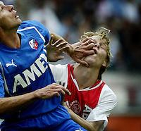 AMSTERDAM: Ajax-FC Utrecht. (1-1) FC Utrecht-speler Stefaan Tanghe houdt de Ajaxied Tom de Mul van de bal