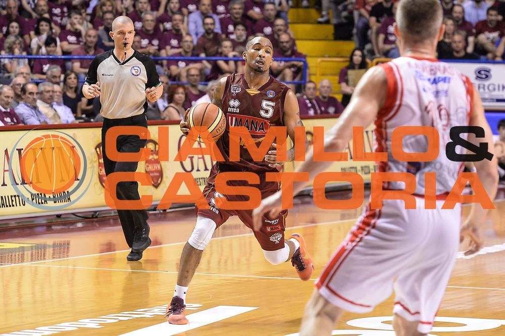 DESCRIZIONE : Campionato 2014/15 Serie A Beko Grissin Bon Reggio Emilia - Umana Reyer Venezia Semifinale Playoff Gara1<br /> GIOCATORE : Phil Goss<br /> CATEGORIA : Palleggio<br /> SQUADRA : Umana Reyer Venezia<br /> EVENTO : LegaBasket Serie A Beko 2014/2015<br /> GARA : Grissin Bon Reggio Emilia - Umana Reyer Venezia Semifinale Playoff Gara1<br /> DATA : 30/05/2015<br /> SPORT : Pallacanestro <br /> AUTORE : Agenzia Ciamillo-Castoria/R.Morgano