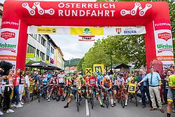 09.07.2019, Frohnleiten, AUT, Ö-Tour, Österreich Radrundfahrt, 3. Etappe, von Kirchschlag nach Frohnleiten (176,2 km), im Bild Startaufstelung mit Startbogen // Startaufstelung mit Startbogen during 3rd stage from Kirchschlag to Frohnleiten (176,2 km) of the 2019 Tour of Austria. Frohnleiten, Austria on 2019/07/09. EXPA Pictures © 2019, PhotoCredit: EXPA/ Johann Groder
