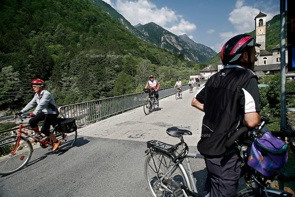 Svizzera, Val Verzasca.......Switzerland,  Canton Ticino:cycling in Verzasca Valley, Lake Maggiore and its valleys are alpine landscapes that merge into typically Mediterranean scenery, where popular traditions are combined with internationally renowned events, and villages, in which time seems to have stood still, peep down from their lofty peaks on towns that are looking to the future. Fascinating contrasts that make this a unique region