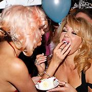 NLD/Amsterdam/20100913 - Verjaardagsfeestje Modemeisjes met een missie, Christina Curry voert taart aan haar moeder Patricia Paay
