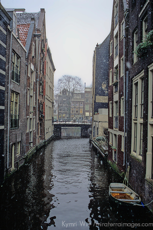 Europe, The Netherlands, Amsterdam. Amsterdam in winter snow.