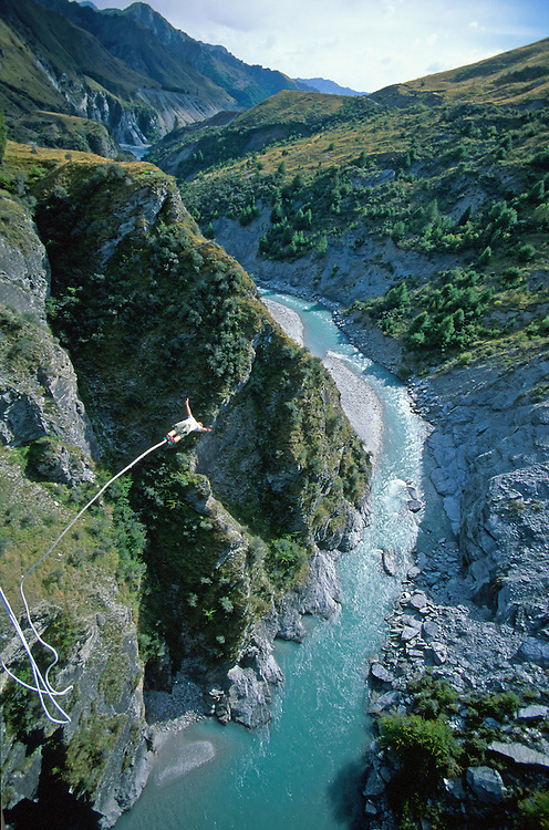 Bungy jumper Skippers Canyon Queenstown