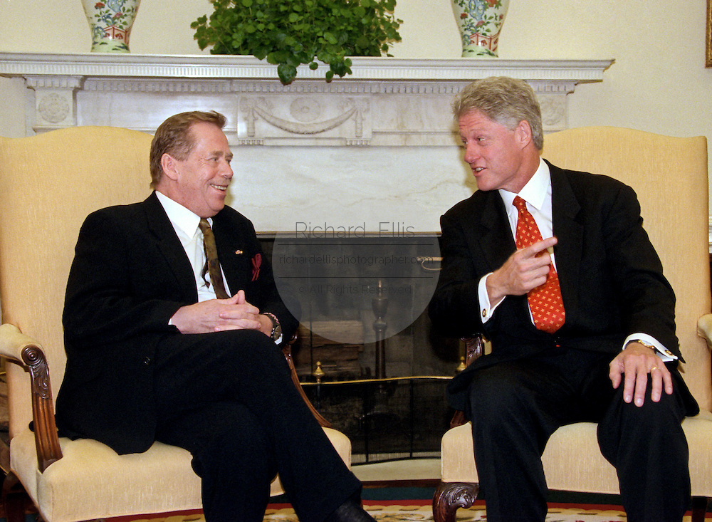 """President Bill Clinton meets with Czech President Vaclav Havel in the Oval Office of the White House September 16, 1998 in Washington, DC.  Havel, the former dissident playwright who led Czechoslovakia's 1989 """"Velvet Revolution"""" against communism and then served as his country's president, died December 18, 2011.  He was 75."""