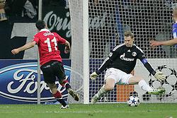 26.04.2011, Veltins Arena, Gelsenkirchen, GER, UEFA CL, Halbfinale Hinspiel, Schalke 04 (GER) vsManchester United (ENG), im Bild:  Tor zum 1:0 durch Ryan Giggs (Manchester #11) (L) gegen Manuel Neuer (Schalke #1)  // during the UEFA CL, Semi Final first leg, Schalke 04 (GER) vs Manchester United (ENG), at the Veltins Arena, Gelsenkirchen, 26/04/2011 EXPA Pictures © 2011, PhotoCredit: EXPA/ nph/  Mueller *** Local Caption ***       ****** out of GER / SWE / CRO  / BEL ******