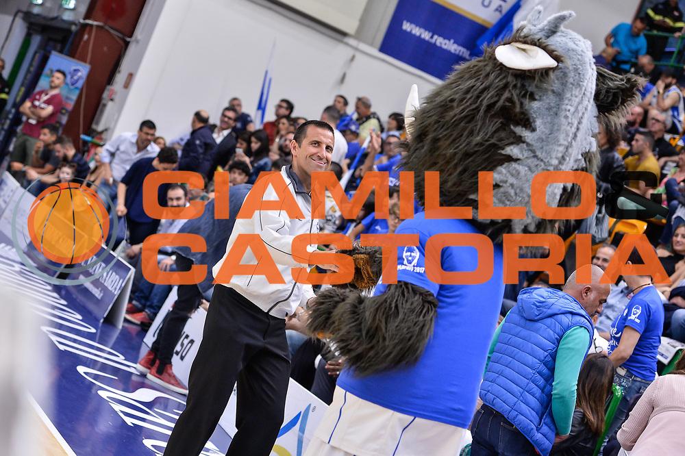 Sirbo Mascotte, Roberto Begnis<br /> Banco di Sardegna Dinamo Sassari - Dolomiti Energia Aquila Basket Trento<br /> Legabasket Serie A LBA Poste Mobile 2016/2017<br /> Playoff Quarti Gara3<br /> Sassari 16/05/2017<br /> Foto Ciamillo-Castoria