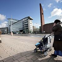 Nederland,Amsterdam ,13 februari 2009..Vrouwen van Islamitische afkomst in de zg Kolenkitbuurt in Amsterdam West..diversiteit in Amsterdam. Er wonen nu 197 nationaliteiten, en geen van hen heeft meer de absolute meerderheid. Het aantal autochtonen is onder de 50 procent gezakt..Foto:Jean-Pierre Jans
