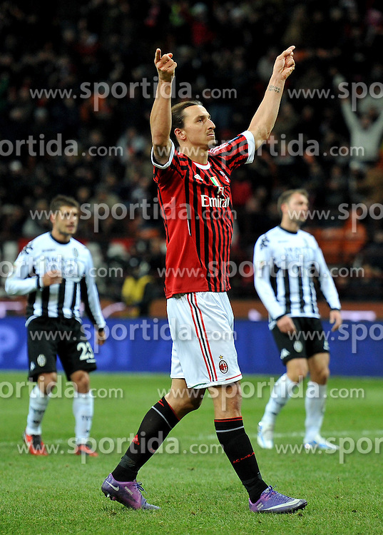 17.12.2011, Stadion Giuseppe Meazza, Mailand, ITA, Serie A, AC Mailand vs AC Siena, 16. Spieltag, im Bild Esultanza dopo il gol di Zlatan IBRAHIMOVIC (Milan) goal celebration // during the football match of Italian 'Serie A' league, 16th round, between AC Mailand and AC Siena at Stadium Giuseppe Meazza, Milan, Italy on 2011/12/17. EXPA Pictures © 2011, PhotoCredit: EXPA/ Insidefoto/ Alessandro Sabattini..***** ATTENTION - for AUT, SLO, CRO, SRB, SUI and SWE only *****