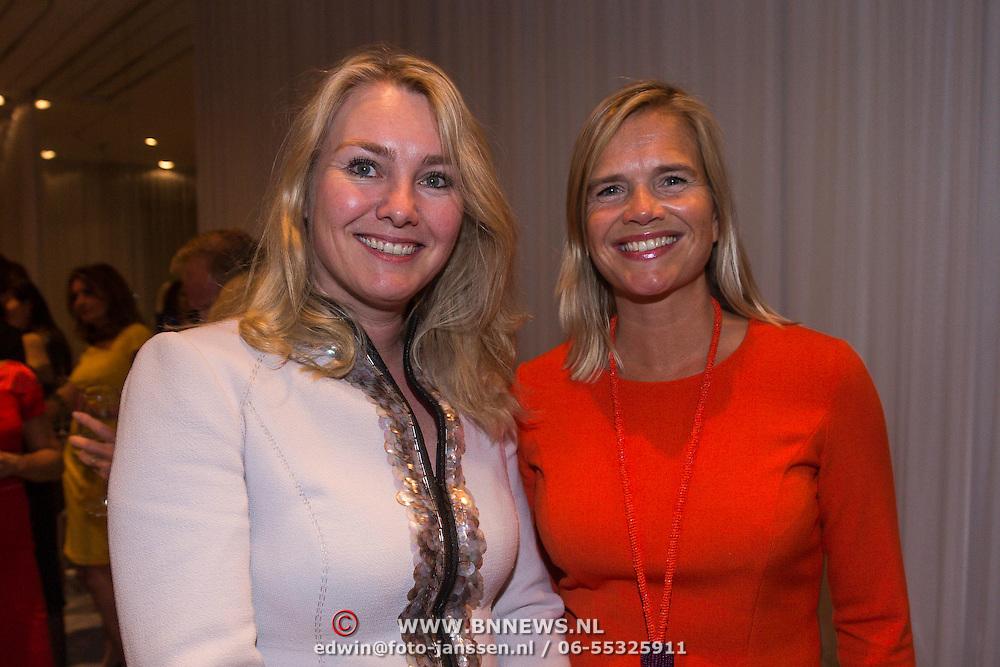 NLD/Amsterdam/20130907 - Modeshow najaar Mart Visser 2013, Melanie Schultz van Haegen en Heleen van Oord, Zakenvrouw van het jaar 2013