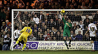 Photo: Marc Atkins.<br />Luton Town v Preston North End. Coca Cola Championship. 02/12/2006. Luton's on loan Goalkeeper Dean Kiely makes a late save from Preston's David Nugent.