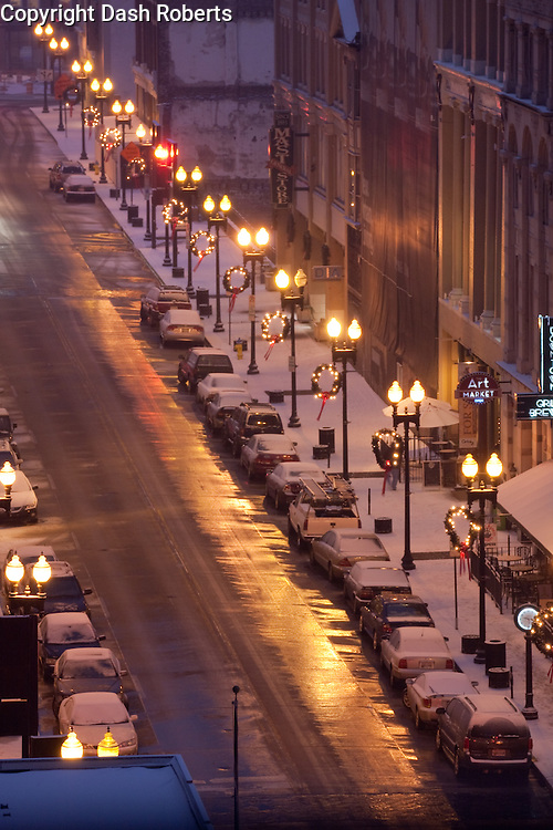 Snow covers the sidewalks along Gay Street in downtown Knoxville, Tn.