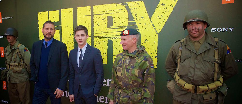 AMERSFOORT - Op de Militaire Basis 'De Bernhardkazerne' is de nieuwe film 'Fury' met acteur Brad Pritt in premiere gegaan. Met hier op de foto  regisseur David Ayer en acteur Logan Lerman. FOTO LEVIN DEN BOER - PERSFOTO.NU