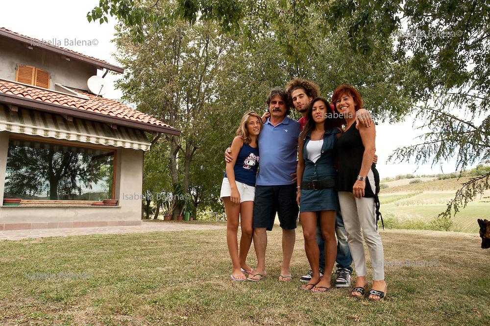 Marco Simoncelli con la famiglia a Coriano, Rimini, settembre 2011. la sorella Martina, la fidanzata Kate, il padre Paolo, la mamma Rossella.